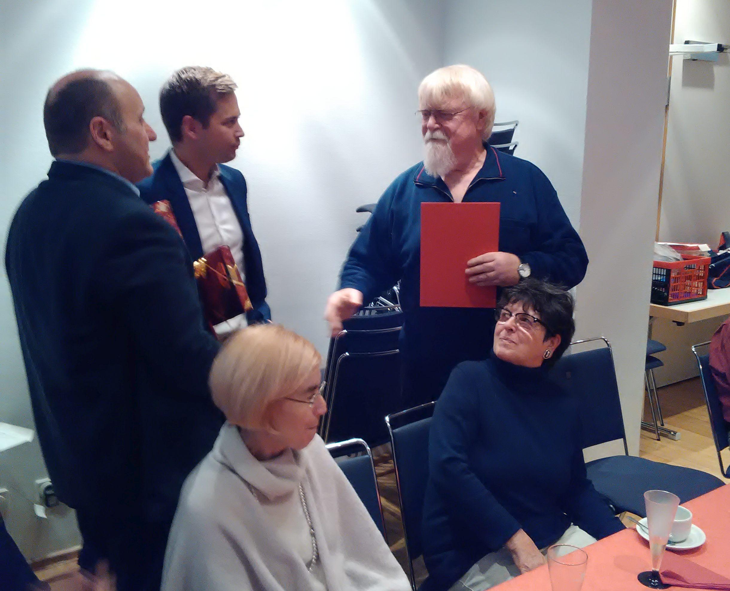 Vorsitzender Robert Pastyrik, Bundestagskandidat Oliver Strank und Jubilar Werner Roth